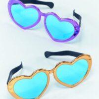 משקפיים ענקיות בצורת לב
