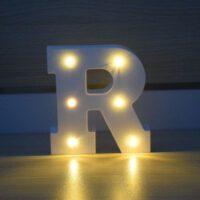 אותיות מוארות לחתונה בצורת האות R