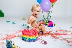 יום הולדת שנה עם עוגה