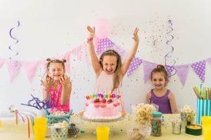 תמונה מתוך יום הולדת 4 עם מוצרים של מסיבלנד