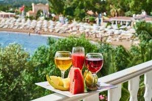 """לחגוג מסיבת רווקות בחו""""ל בחוף"""