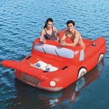 מכונית-ענקית-לבריכה